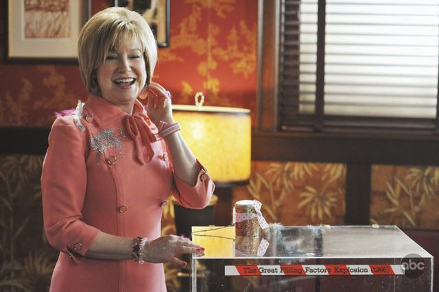 Mary Kay Place in Pushing Daisies (2007)
