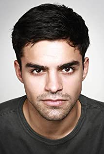 Sean Teale Picture