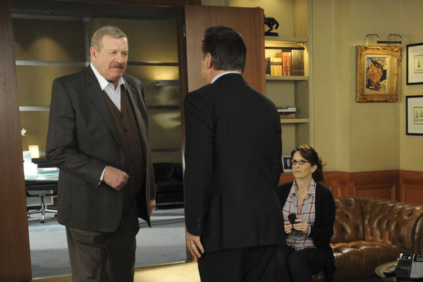 Alec Baldwin, Tina Fey, and Ken Howard in 30 Rock (2006)