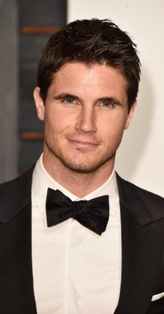 Robbie Amell Scooby Doo