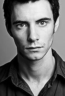 Aktori Harry Lloyd