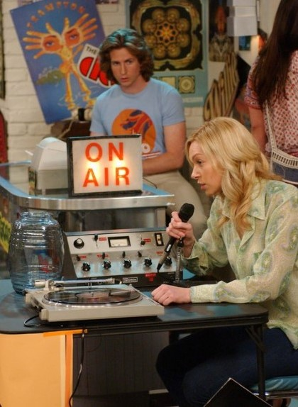 THAT '70s SHOW: Randy (Josh Meyers, L) watches Donna (Laura Prepon, R) as she experiences minor difficulties raising money for children's books in the