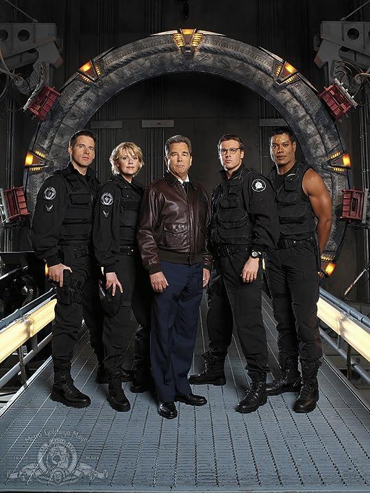 Beau Bridges, Ben Browder, Christopher Judge, Michael Shanks, and Amanda Tapping in Stargate SG-1 (1997)