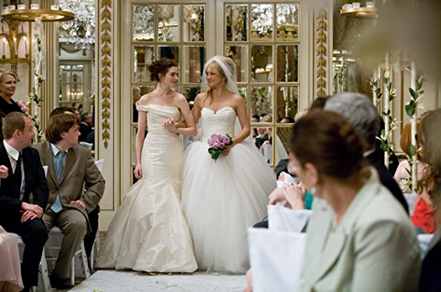 Anne Hathaway and Kate Hudson in Bride Wars (2009)