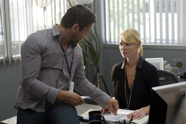 Katherine Heigl and Gerard Butler in The Ugly Truth (2009)