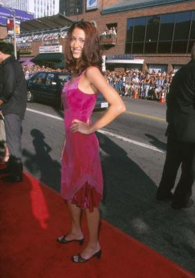 Shannon Elizabeth at an event for Runaway Bride (1999)