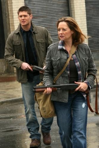 Jensen Ackles and Samantha Ferris in Supernatural (2005)