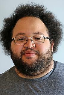 Aktori Zach Cherry