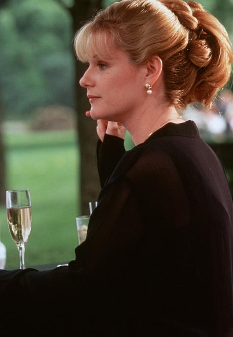 Bonnie Hunt in Kissing a Fool (1998)