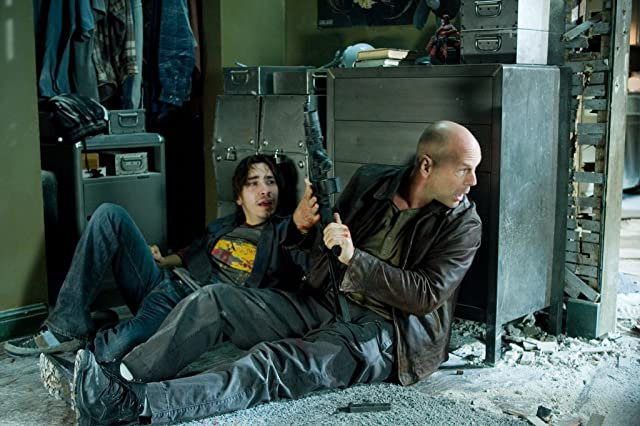 Bruce Willis and Justin Long in Live Free or Die Hard (2007)