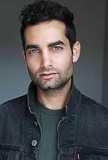Aktori Brandon Alter