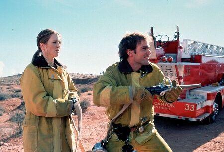 Julianne Moore and Seann William Scott in Evolution (2001)