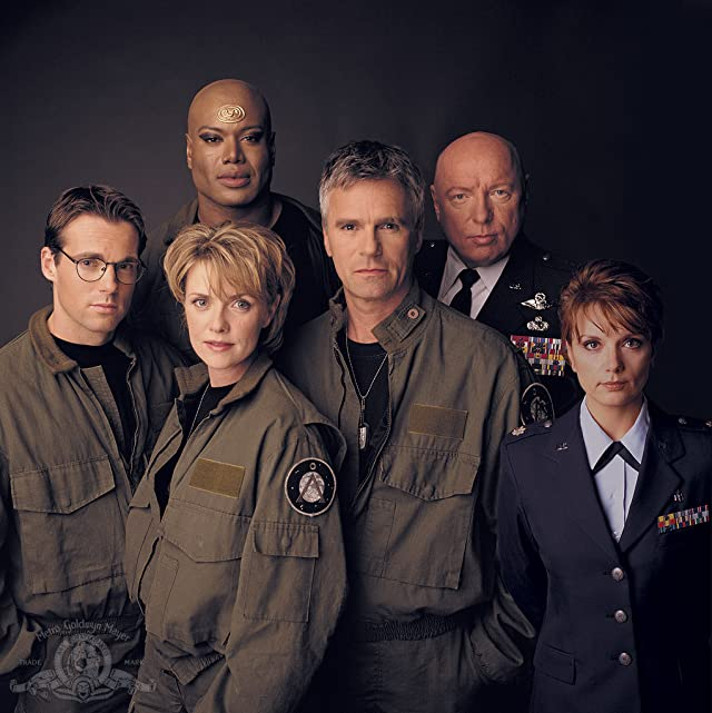 Richard Dean Anderson, Don S. Davis, Christopher Judge, Teryl Rothery, Michael Shanks, and Amanda Tapping in Stargate SG-1 (1997)