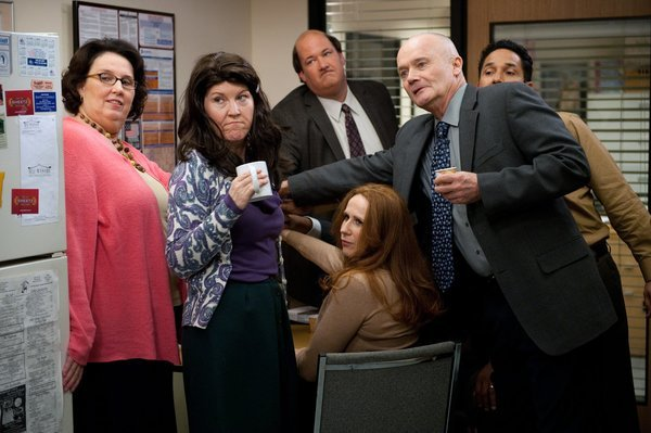 Creed Bratton, Kate Flannery, Phyllis Smith, Catherine Tate, Oscar Nuñez, and Brian Baumgartner in The Office (2005)