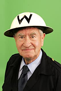 Bill Pertwee Picture