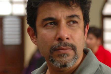 deepak tijori son name