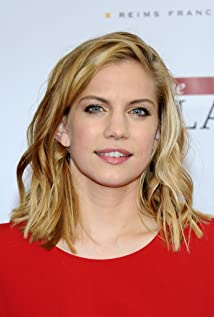 Anna Chlumsky earned a  million dollar salary, leaving the net worth at 1 million in 2017