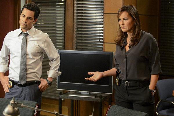 Mariska Hargitay and Danny Pino in Law & Order: Special Victims Unit (1999)