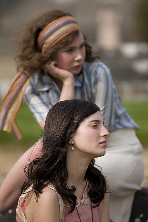 Juno Temple and María Valverde in Cracks (2009)