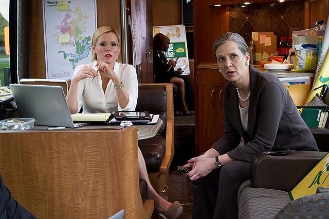 Kathleen Robertson and Amy Morton in Boss (2011)