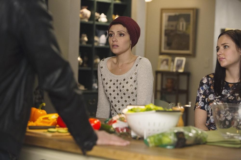 Chasing Life S02E01 – A View From The Ledge