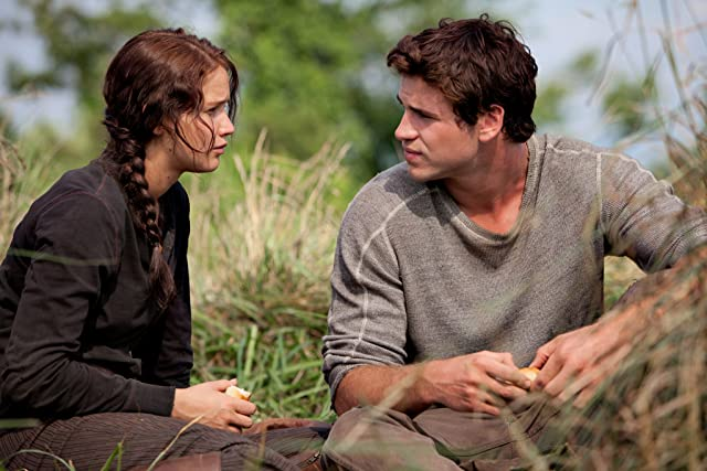 Jennifer Lawrence and Liam Hemsworth in The Hunger Games (2012)