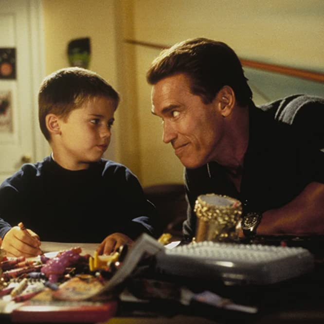 Arnold Schwarzenegger and Jake Lloyd in Jingle All the Way (1996)