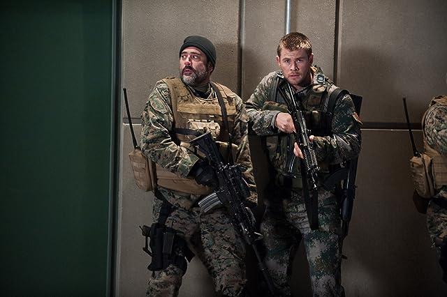 Jeffrey Dean Morgan and Chris Hemsworth in Red Dawn (2012)