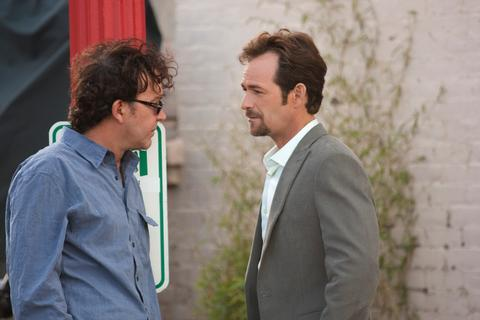 Timothy Hutton and Luke Perry in Leverage: The Future Job (2010)