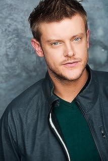 Aktori Dane Davenport
