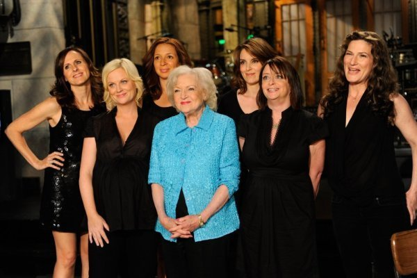 Rachel Dratch, Tina Fey, Ana Gasteyer, Amy Poehler, Maya Rudolph, Molly Shannon, and Betty White in Saturday Night Live (1975)