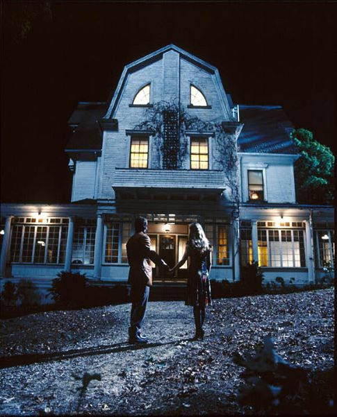 Ryan Reynolds and Melissa George in The Amityville Horror (2005)