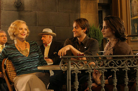 Charlize Theron, Penélope Cruz, and Stuart Townsend in Head in the Clouds (2004)