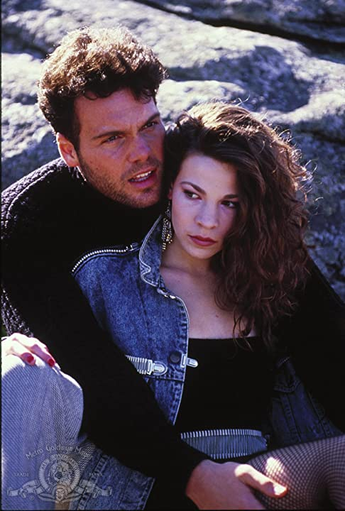 Vincent D'Onofrio and Lili Taylor in Mystic Pizza (1988)