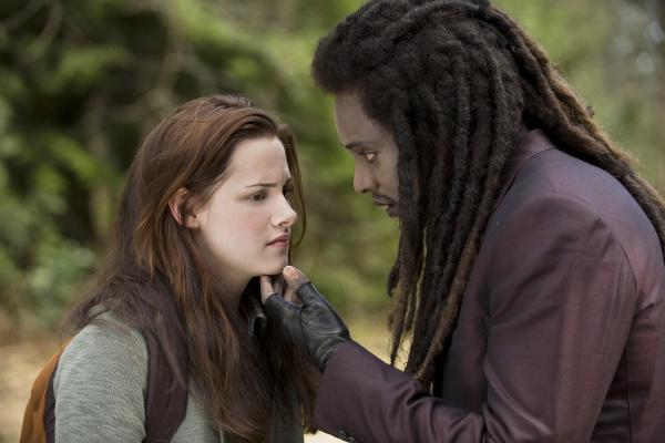 Kristen Stewart and Edi Gathegi in The Twilight Saga: New Moon (2009)