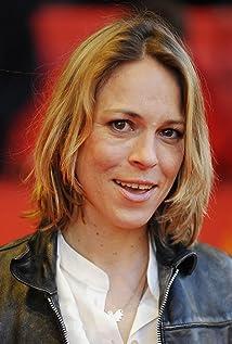Anneke Kim Sarnau Picture