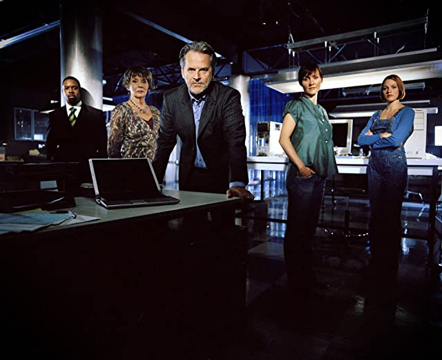 Félicité Du Jeu, Trevor Eve, Esther Hall, Wil Johnson, and Sue Johnston in Waking the Dead (2000)
