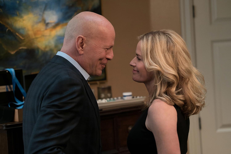 Elisabeth Shue and Bruce Willis in Death Wish (2018)
