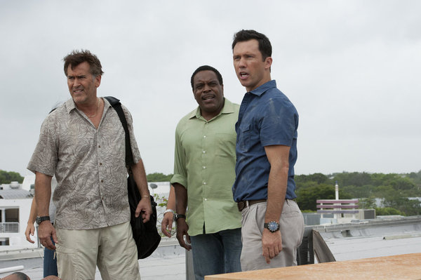 Bruce Campbell, Chad L. Coleman, and Jeffrey Donovan in Burn Notice (2007)