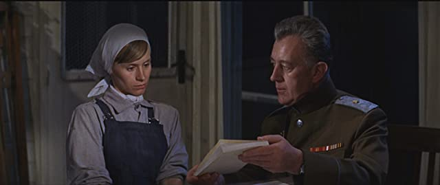 Alec Guinness and Rita Tushingham in Doctor Zhivago (1965)