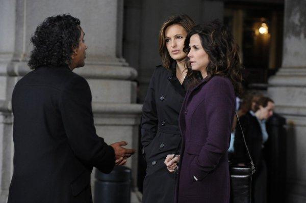 Mariska Hargitay, Naveen Andrews, and Valerie Cruz in Law & Order: Special Victims Unit (1999)