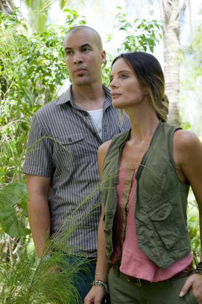 Gabrielle Anwar and Coby Bell in Burn Notice (2007)