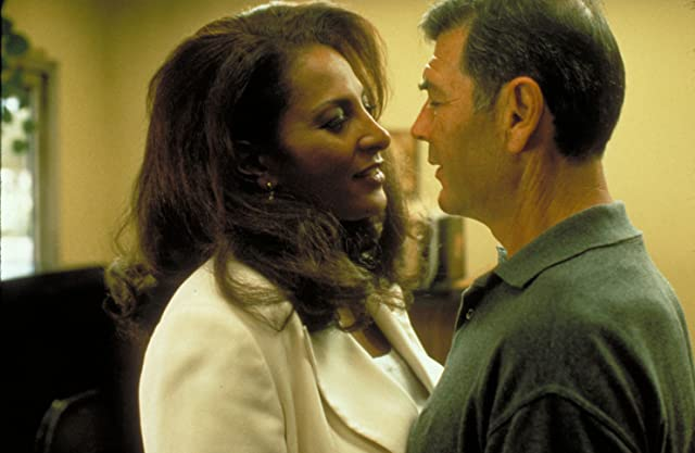 Pam Grier and Robert Forster in Jackie Brown (1997)