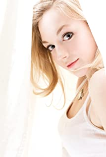 Emily Kinney Picture