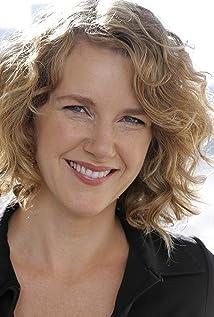 Aktori Elise Robertson