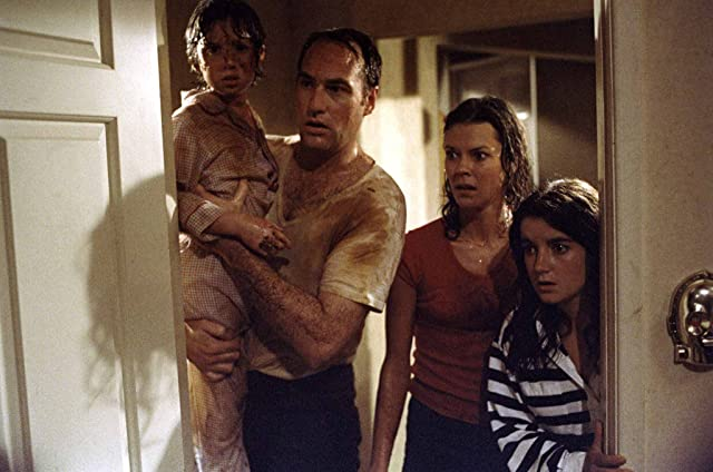 Dominique Dunne, JoBeth Williams, Craig T. Nelson, and Oliver Robins in Poltergeist (1982)