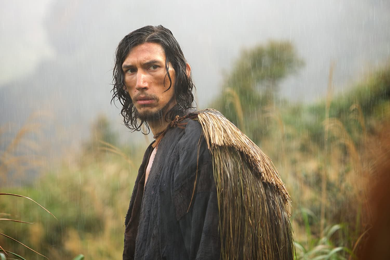O ator Adam Driver que desempenha um padre com algumas duvidas na sua fé