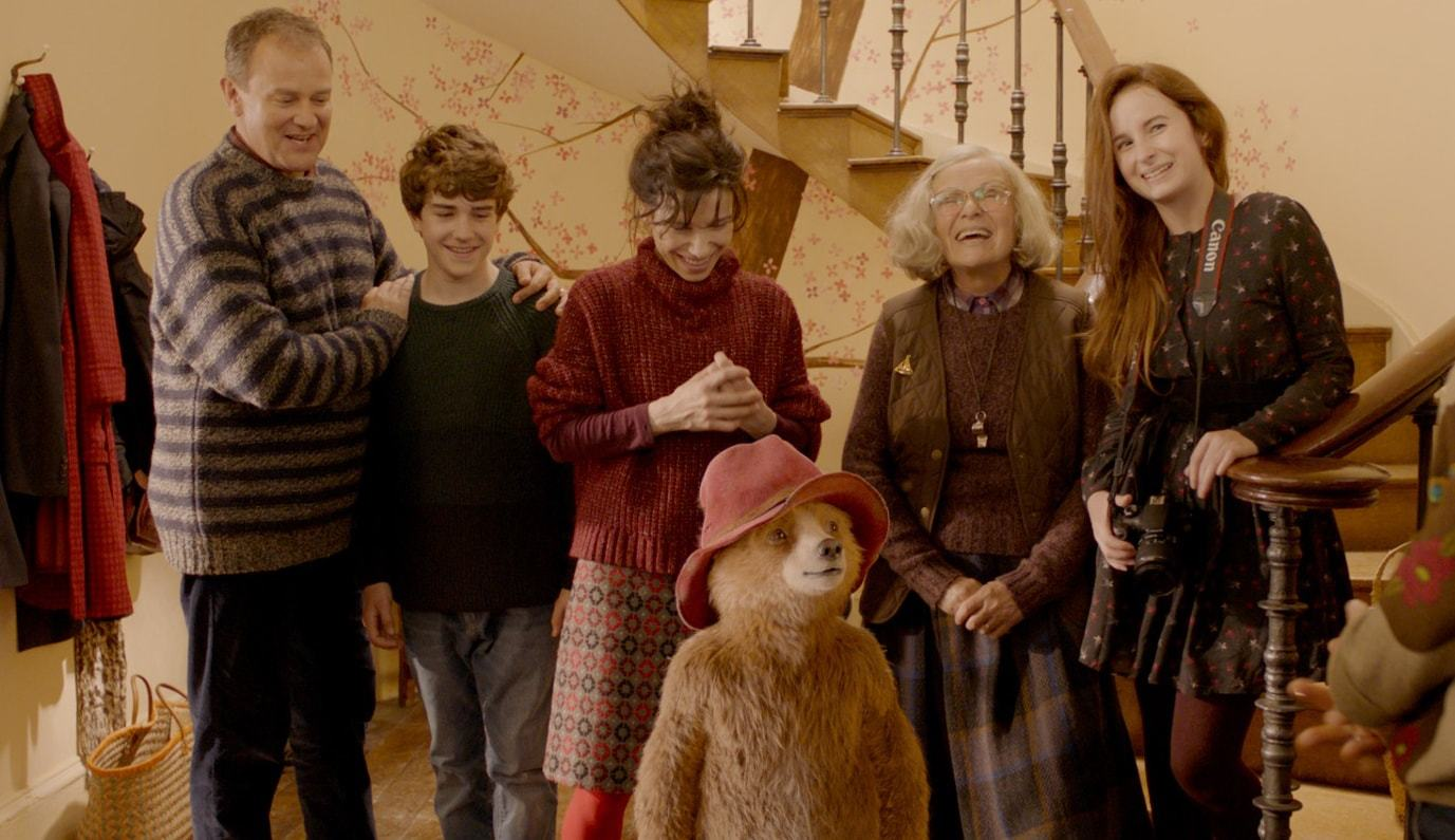 Hugh Bonneville, Julie Walters, Sally Hawkins, Madeleine Harris, and Samuel Joslin in Paddington 2 (2017)
