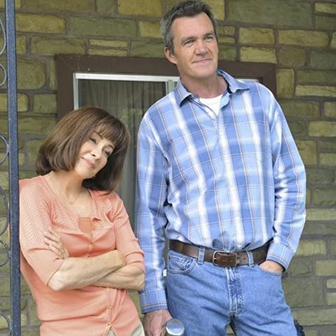 Patricia Heaton and Neil Flynn in The Middle (2009)