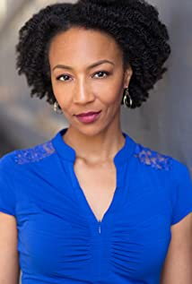 Nicole R. Hughes Picture